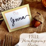 Decorate your Thanksgiving table with these free printable personalized acorn place cards. They are super easy to download and print and will add to the table decor. #thanksgivingdecor