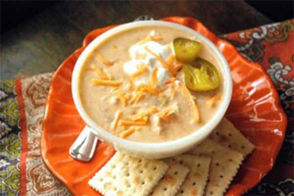 Hearty Chili Recipes to satisfy your hunger. You will be sure to find something you love with this white chicken chili.