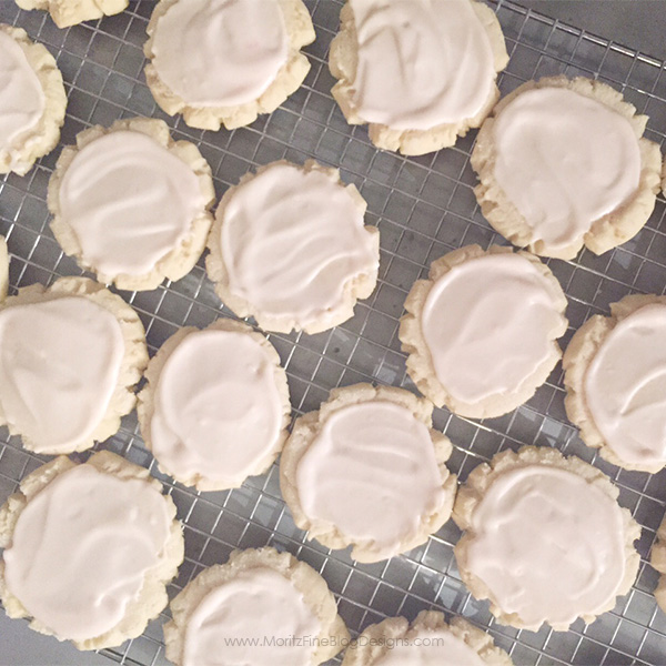 Even you chocolate chip cookie lovers will fall in love with these SWIG Sugar Cookies..simple the best sugar cookie recipe ever!