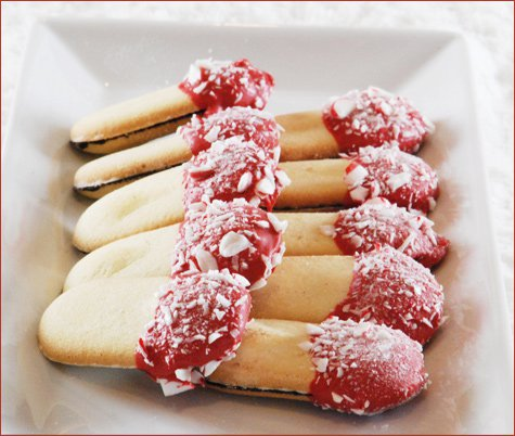 Tis the season to pull out some delicious candy cane recipes! It just would be Christmas without something on the menu that is full of peppermint flavor!