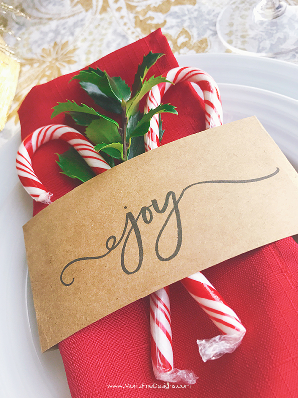 A free printable Christmas Napkin Holder to make your Christmas table look beautiful! It's easy, creative and inexpensive!