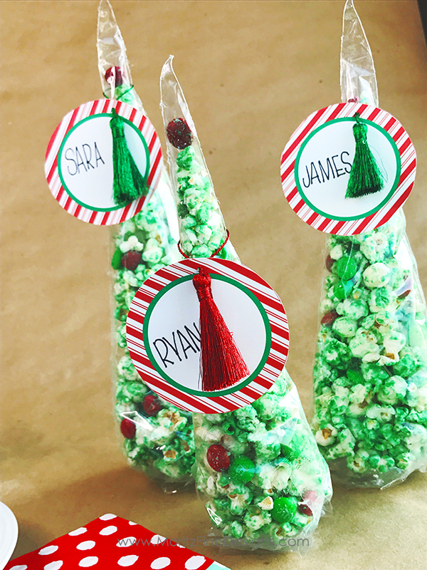 "This free printable Christmas Tree Place Card with white chocolate popcorn is super easy to make. Kids will love how the ""kid's table"" is decorated!"