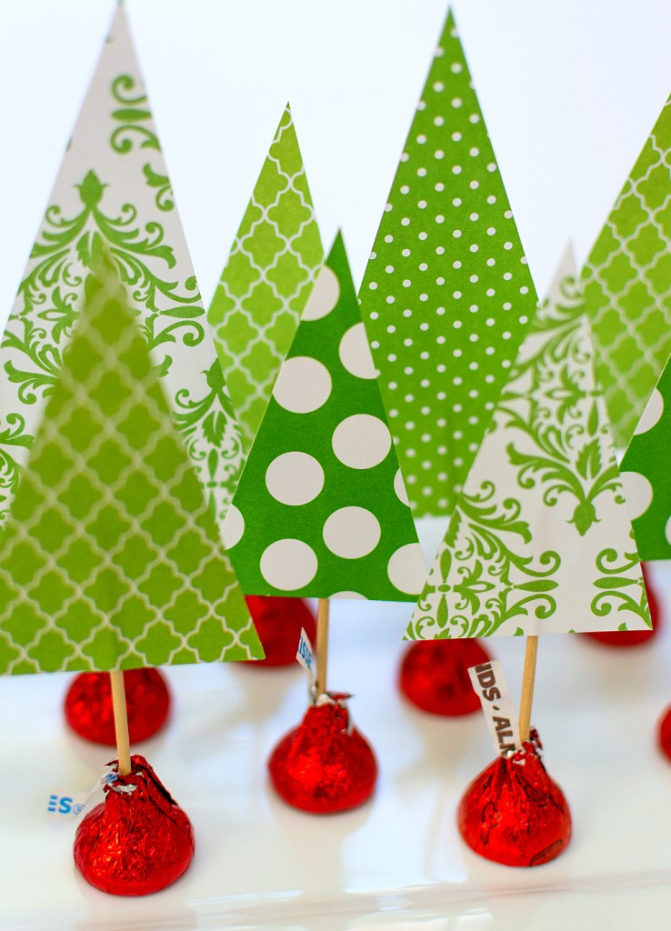 Use these Free Printable Christmas Table Decor items to beautify your holiday Christmas table this year. Simple and easy to print and use.